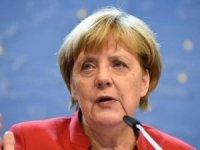 Angela Merkel özür diledi!