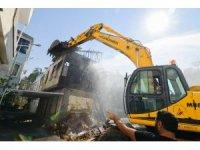 Muratpaşa'da can güvenliğini tehdit eden binalar yıkılıyor