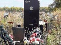 Rusya'da iPhone şeklinde mezar taşı