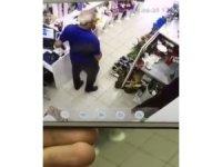Pişkin hırsız cep telefonunu böyle rahatça çaldı