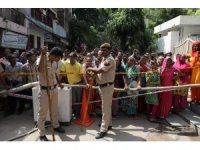 Hindistan'da çöken binada ölü sayısı 5'e yükseldi
