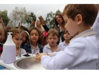 İlkokul öğrencilerine el yıkamanın önemi uygulamalı anlatıldı