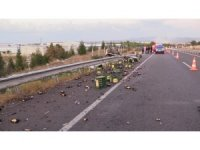 İçki yüklü tır yol kenarındaki araca çarptı: 2 yaralı