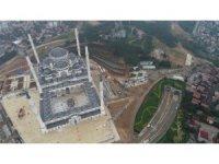 İnşaatında sona gelinen Çamlıca Camii'nde yapılan çevre düzenleme çalışmaları havadan görüntülendi