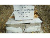 Jandarma şehidin mezarına sahip çıktı