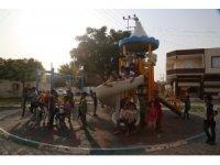 Haliliye'de parklarda yeni oyun grupları monte edildi