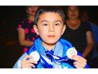 12 yaşındaki Özbek satranççı 'dünyanın en genç büyük ustası' oldu