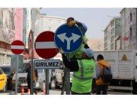Van Büyükşehir'den trafik levhaları çalışması