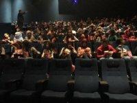 Özalplı öğrencilerin sinema keyfi