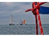 Marmara ve Akdeniz'i aşan yelkenlilerin kıyasıya mücadelesi devam ediyor