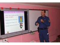 Çeşme'de jandarma trafikten öğrencilere ders