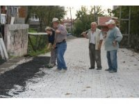 Muhtarlar gününde köyünün yol inşaatında çalıştı