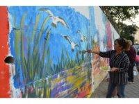 Sanatçılardan duvar renklendirmesi