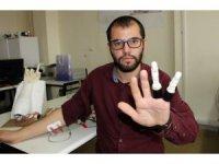 İki parmağını kaybeden mühendislik öğrencisi, kendine protez parmak yaptı