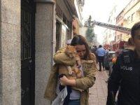 Fatih'te çıkan yangında 4'ü çocuk 8 kişi itfaiye ekiplerince kurtarıldı