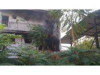 Yangında mahsur kalan kızı itfaiye kurtardı