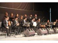 Omar Türk Müziği Hakkari'de konser verdi