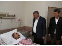 Başkan Toçoğlu SAÜEAH'ta yatan hastaları ziyaret etti