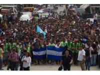 3 bin Honduraslı refah için ABD'ye gidiyor