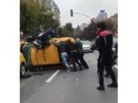 300 kiloluk polis motoru, ok gibi saplandığı taksiyi devirdi