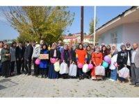 Köy okulu öğrencilerine oyuncak ve kırtasiye desteği