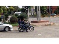 Kocaman demiri motosikletle taşıdı