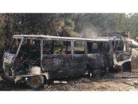 Sultanbeyli'de 2 araç alev alev yandı