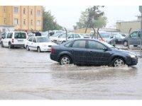 Sağanak yağış vatandaşları hazırlıksız yakaladı