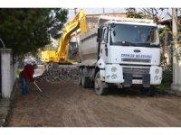 Erenler Belediyesi bozulan yolları onarmaya devam ediyor