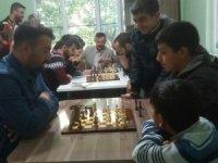 İşitme engelliler, satranç oynadı
