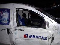 İzmir'de kamyonet ile motosiklet çarpıştı: 1 ölü, 1 yaralı
