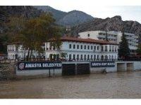 Amasya Belediyesi yeni binasına taşındı