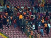 Galatasaray - Fenerbahçe derbisi sonrası tribünlerde kavga çıktı