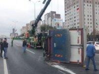 D-100'de kamyon devrildi, Edirne istikameti tekrar açıldı
