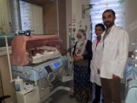 """Yeni doğan bebeğe """"doğumsal orta hat kapanma defekti"""" ameliyatı"""