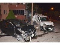 2 araç birbirine girdi: 1 yaralı