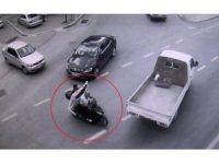 Çaldıkları televizyonları motosikletle taşıyan hırsızlar yakalandı