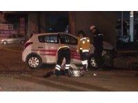 Sürücü kursu eğitim aracı metro üst geçidine çarptı: 1 ölü