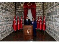 Rektör Çomaklı'dan Diyarbakır Valisi Güzeloğlu'na nezaket ziyareti
