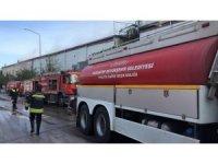 Toptan gıda deposunda başlayan yangın fabrikalara sıçradı