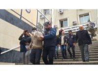 Nakil aracındaki 1 milyon lirayı bırakıp silahları alıp kaçtılar