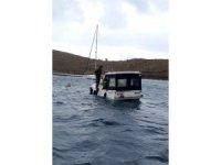 Arızalan tekne mürettebatını Sahil Güvenlik kurtardı