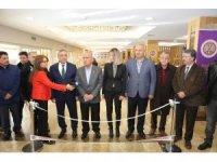 61 yıl önce Atatürk Üniversitesi'nin açılışının yapıldığı altın makasla serginin açılışı yapıldı