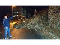 Samsun'da ilkokul önündeki çocuk parkının istinat duvarı çöktü