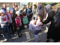 Minik öğrenciler 817 kilometreden gelerek şehit kızına destek verdi
