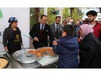 Uşak Belediyesi Mevlid Kandili münasebetiyle Uşaklılara lokma ikram etti