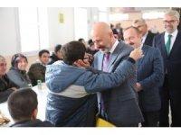 Başkan Çolakbayrakdar özel öğrencileri ziyaret etti