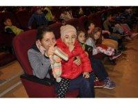 Arguvan'da tiyatro gösterimine çocuklardan büyük ilgi