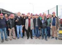 Tofaş'ta işine son verilen 97 işçi  fabrika önünde eylem yaptı