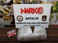 Antalya'da 9.5 kilo skunk ele geçirildi